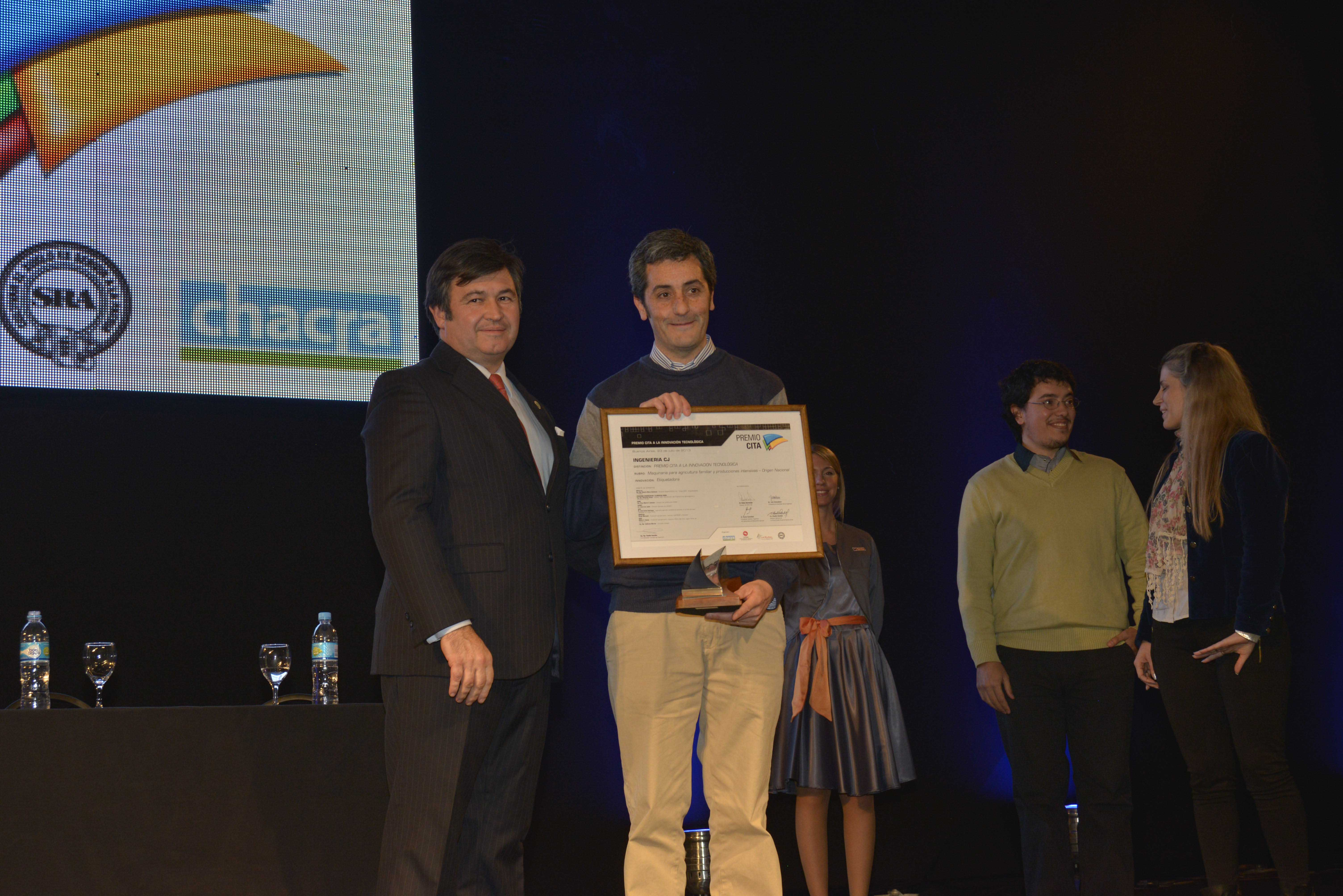 2013-09-ingenieria-cj-premio-maq-agr-familiar